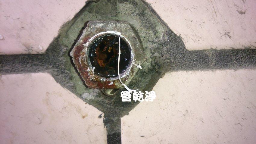 水管流出棕色泉水? 台北 松山 八德路 水管清洗
