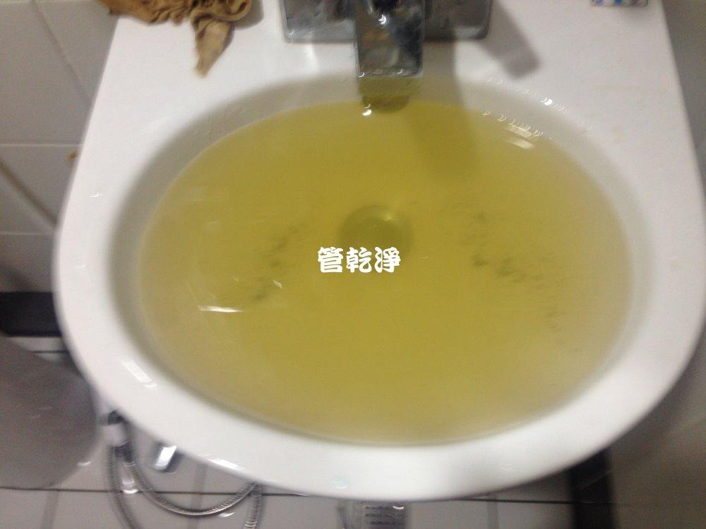 台北 南港 重陽路 清洗水管 (水有顏色)